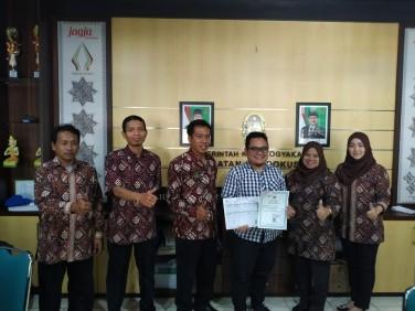 Penyerahan Dokumen Akta Kelahiran di Kecamatan Gondokusuman Program 5 in 1