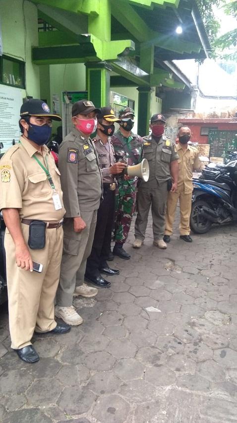 Kunjungan sidak pemakaian Masker Ke Pasar Demangan
