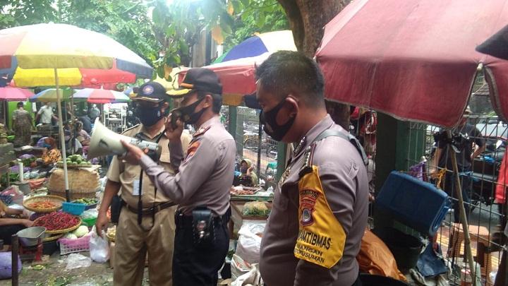 Kunjungan sidak pemakaian Masker Ke Pasar Demangan3
